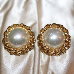 C. DIOR SIGNED DESIGNER FAUX BAROQUE PEARL EARRING